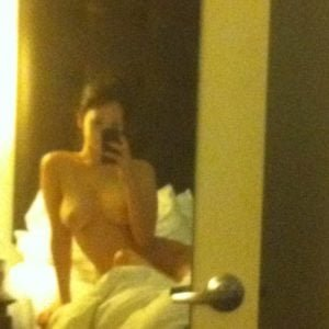 star Jennifer Lawrence takes mirror selfie naked while sitting on her bed