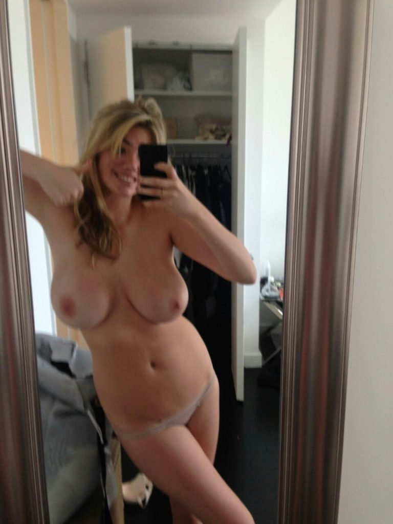 Topless selfie of Kate Upton from the Fappening collection giving a thumbs up sign