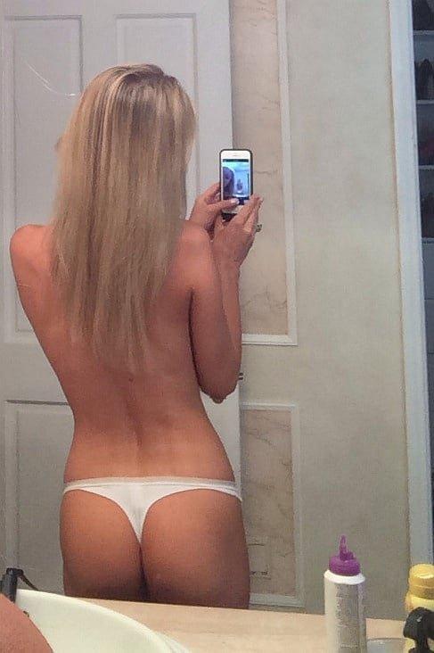 Joanna Krupa takes ass selfie