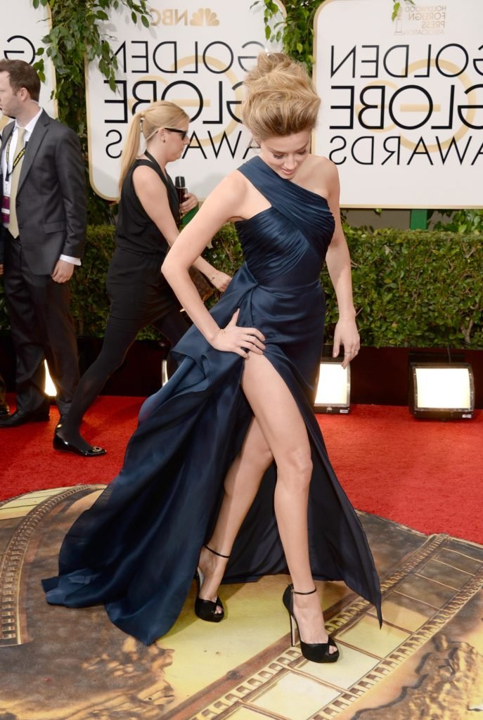 actress amber heard in blue gown showing off her toned legs