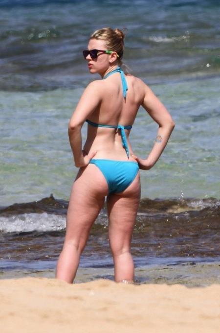 the celebrity Scarlett Johansson in a blue bikini at the beach