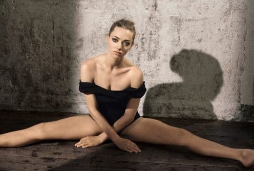 Beautiful actress amanda seyfried doing the splits for Glamour magazine