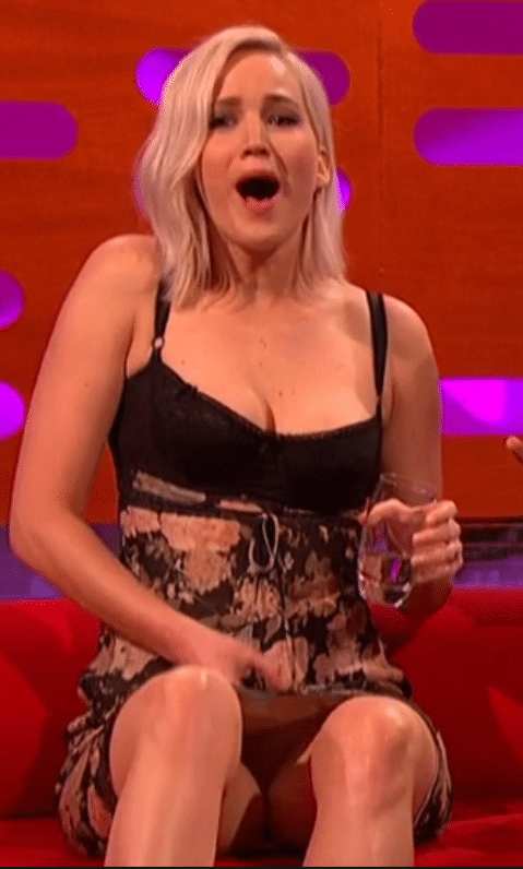 Jennifer Lawrence flashes her pussy on television