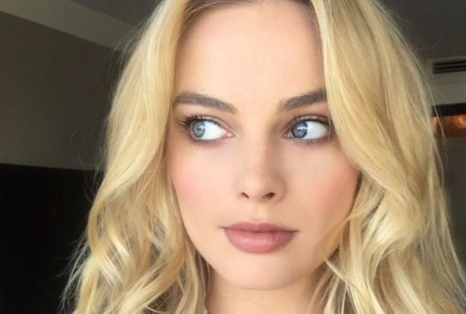 Margot Robbie selfie