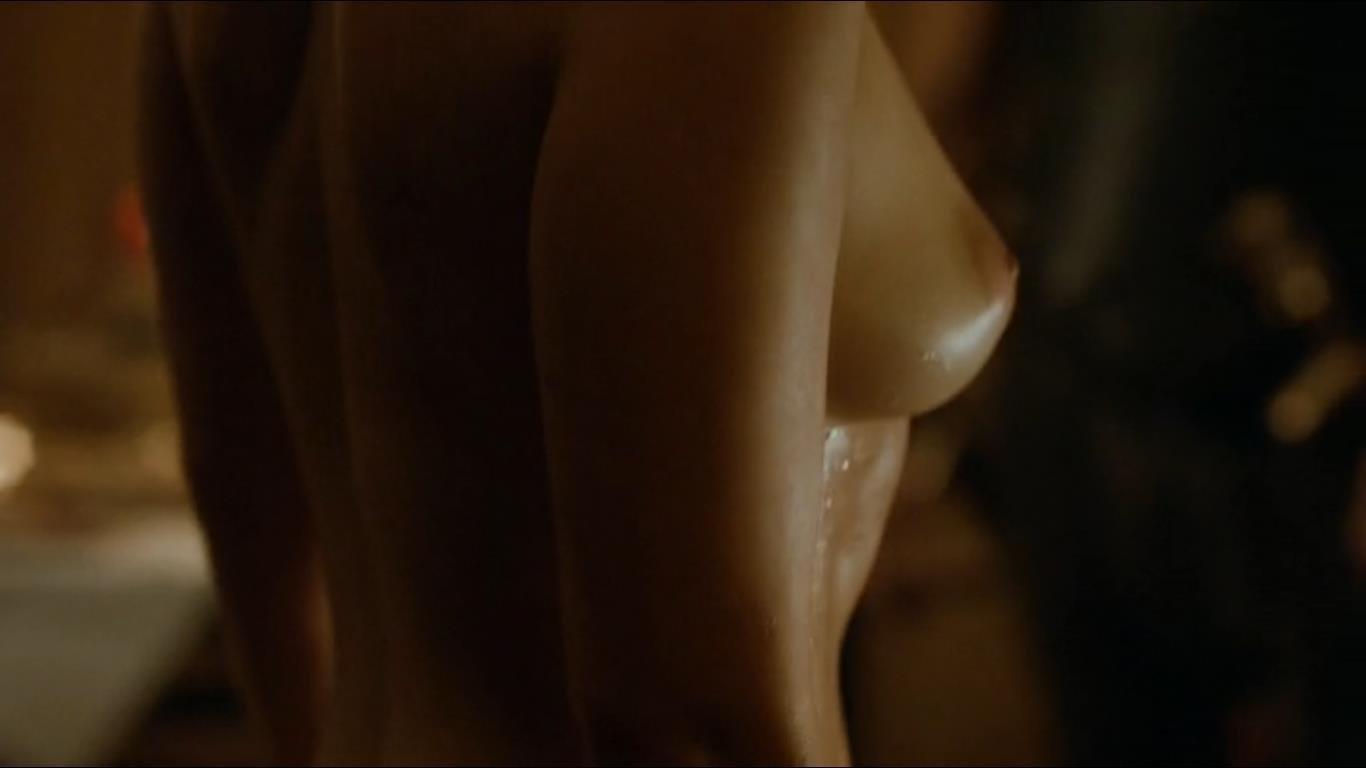 Emilia Clarke side boob