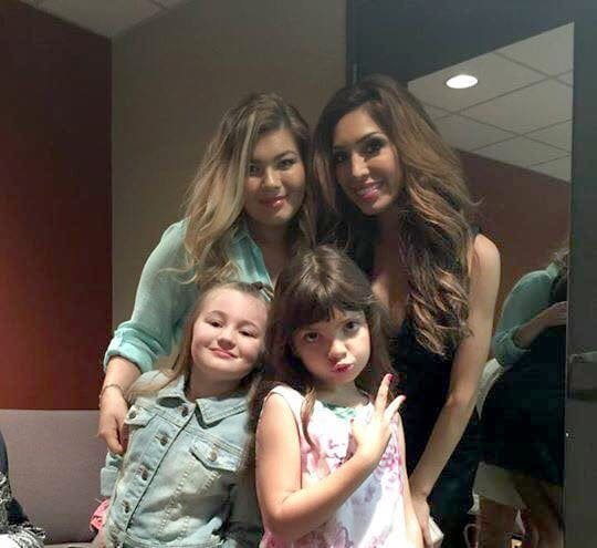 Farrah Abraham and Amber Portwood take a picture together with their daugthers