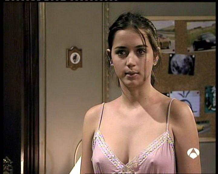 Ana de Armas nipples poking through shirt