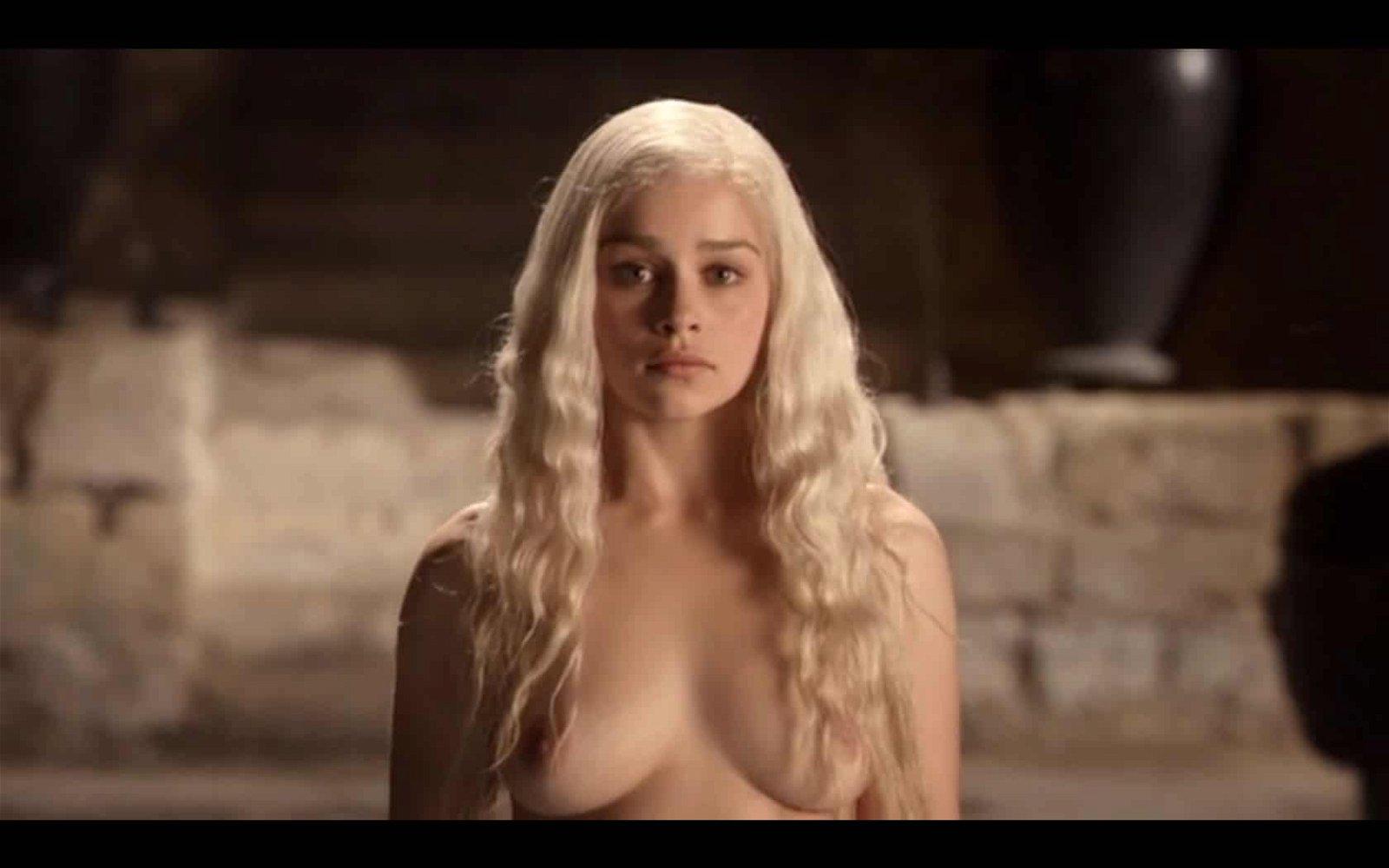 Emilia Clarke blond hair covering nipples