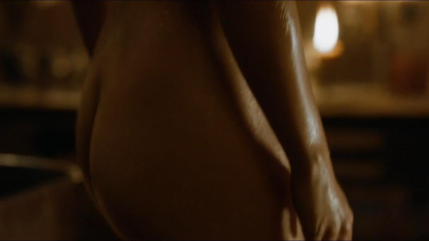 Emilia Clarke naked wet ass