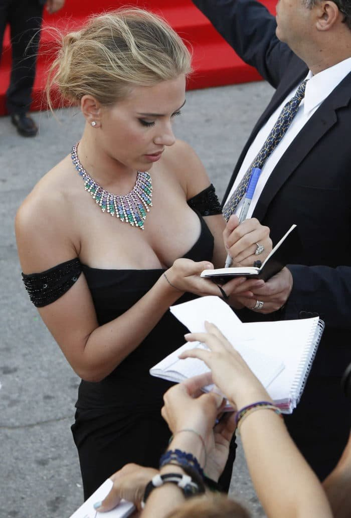 Scarlett Johansson cleavage during autograph