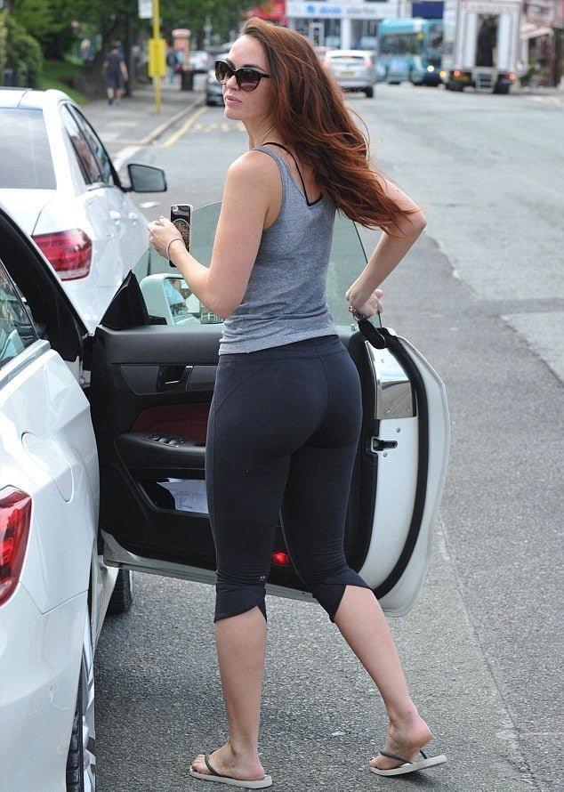 Jennifer Metcalfe in yoga pants getting into car