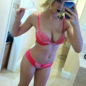 Maisie Williams leaked selfie