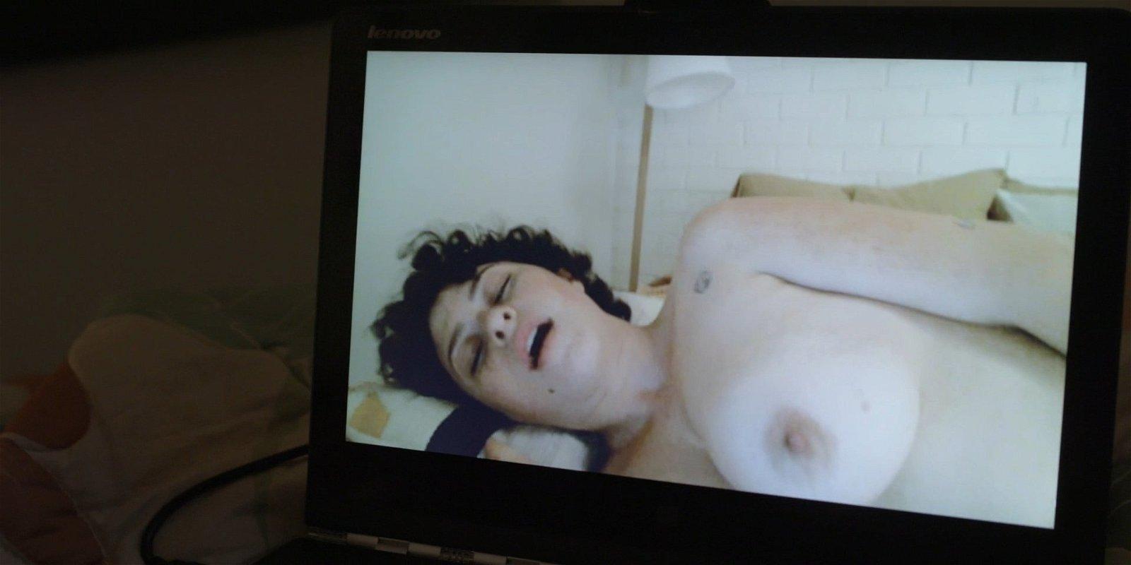 Alia Shawkat hot boobs