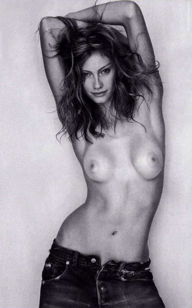 100 Photos of Alyssa Sutherland Nuda