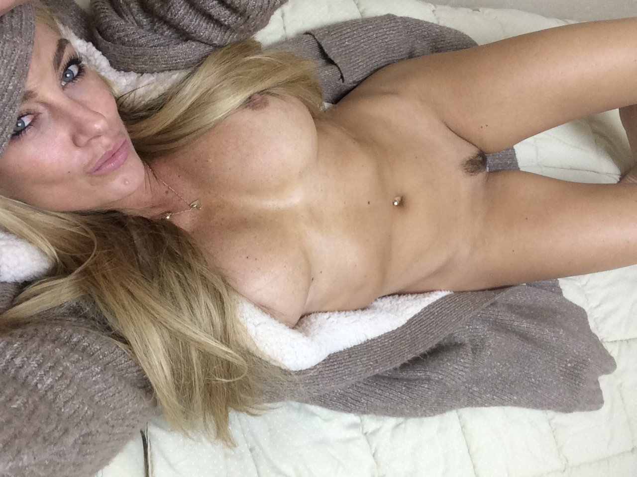 Amber Nichole shaved pussy