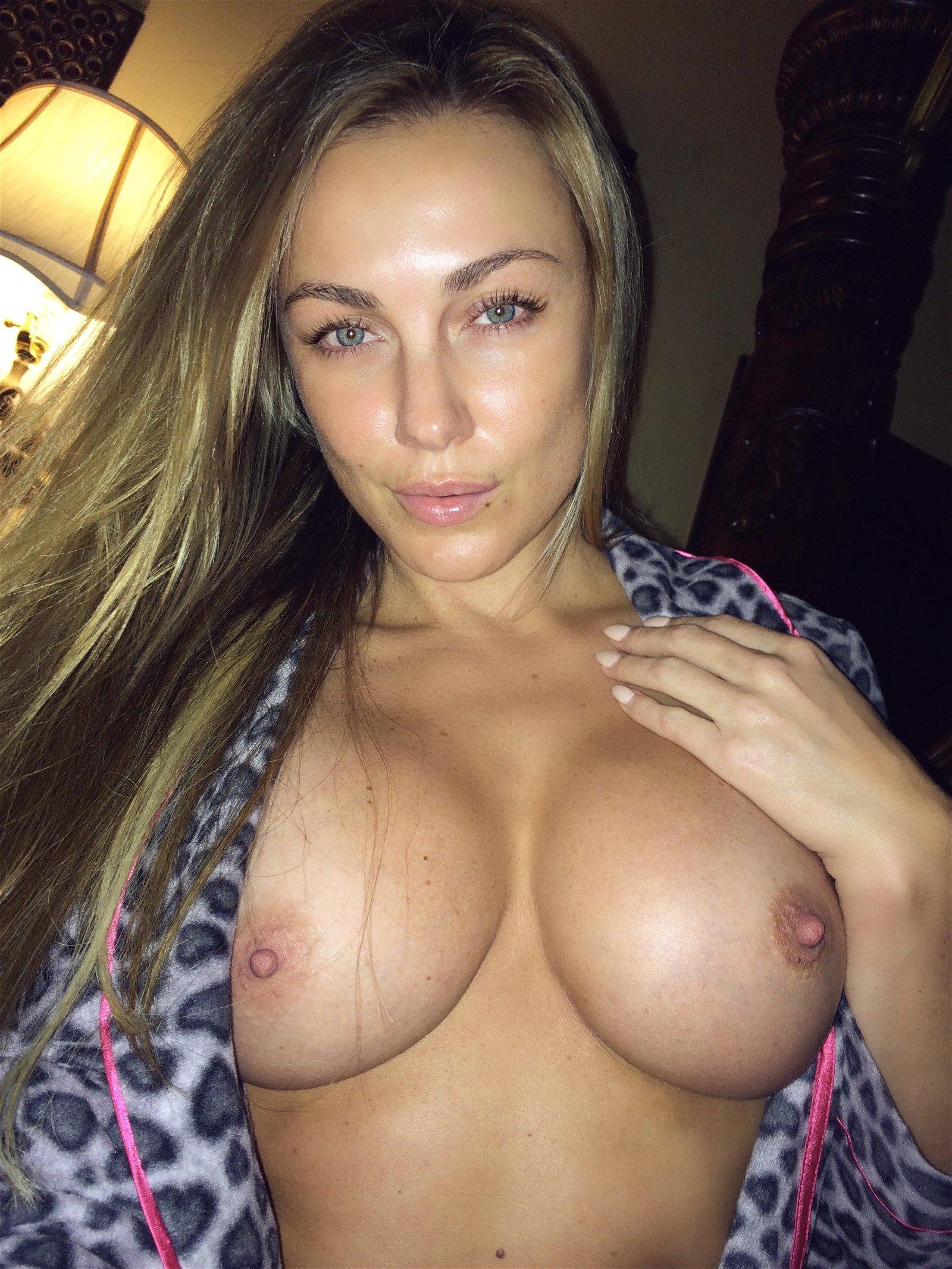 Amber Nichole topless pic