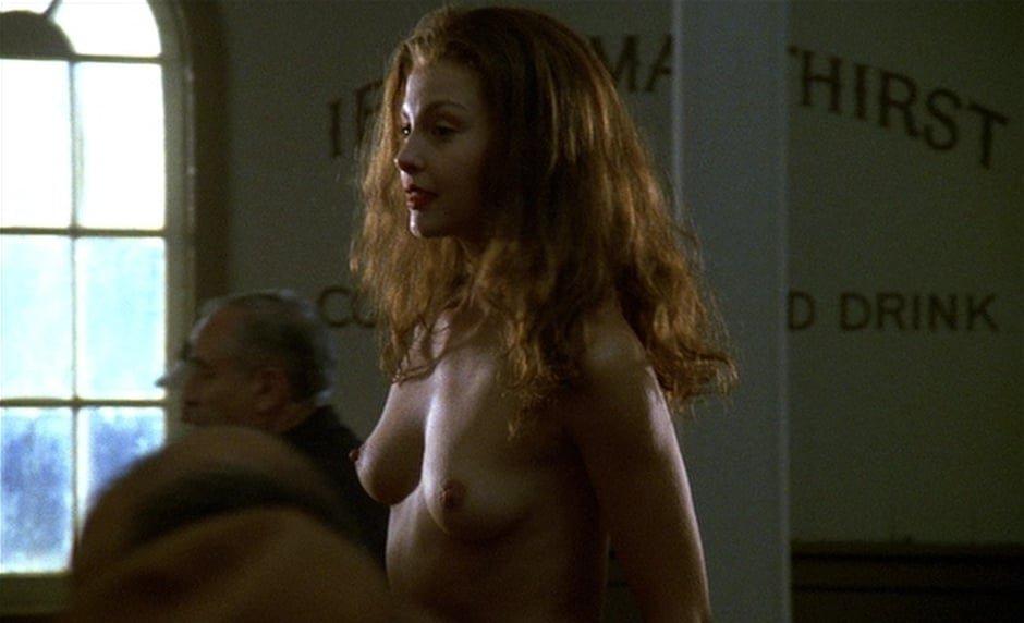 Ashley Judd boobs show