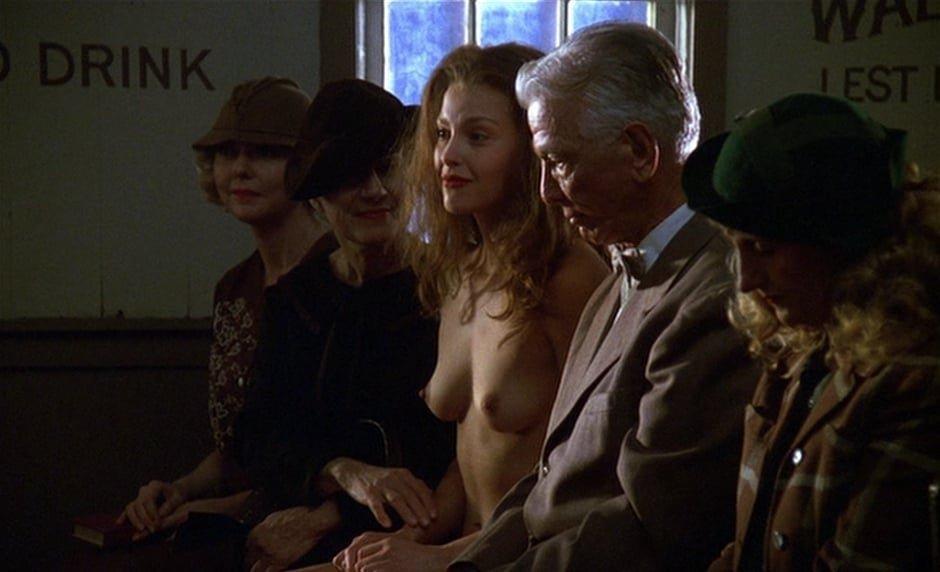 Ashley Judd naked