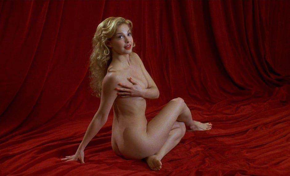 Ashley Judd pussy showing