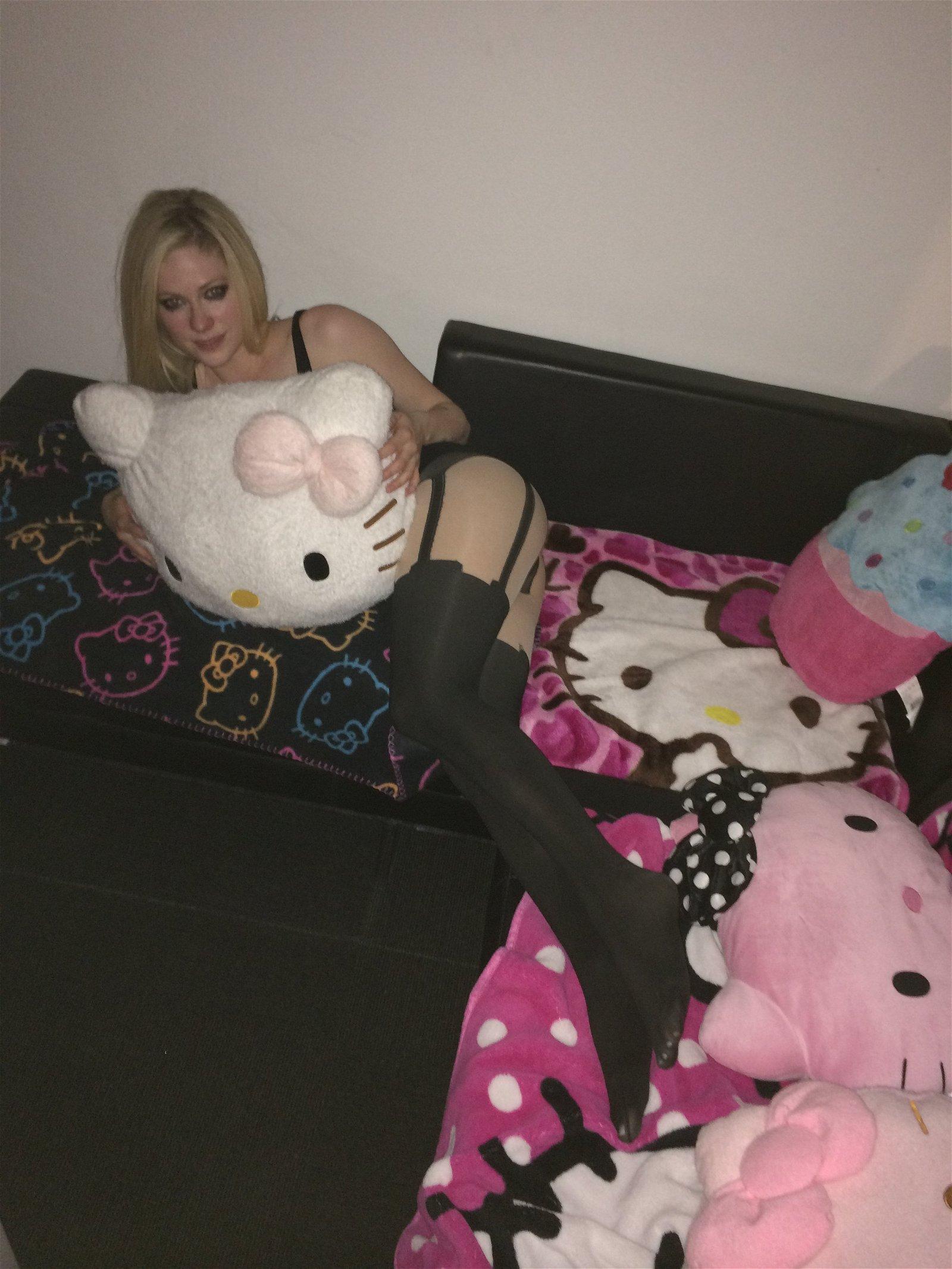 Avril Lavigne sexy nude picture