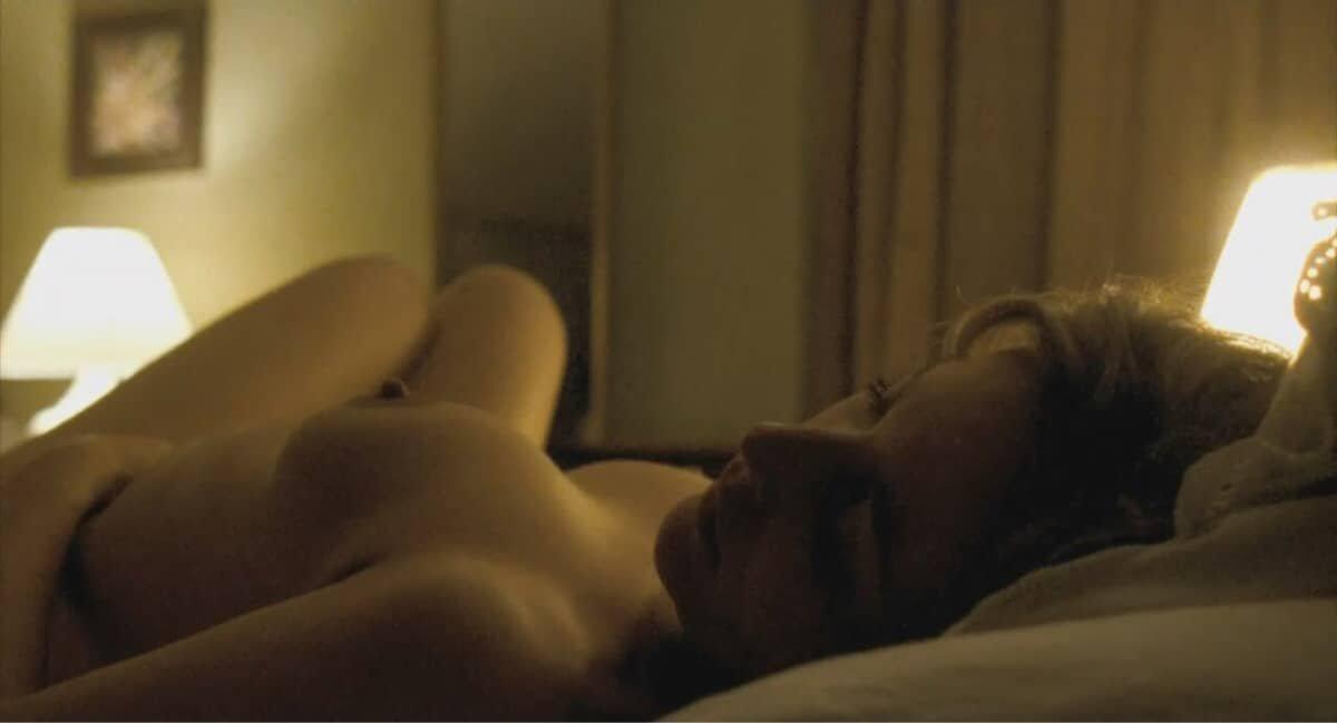 Gillian Anderson boobs show