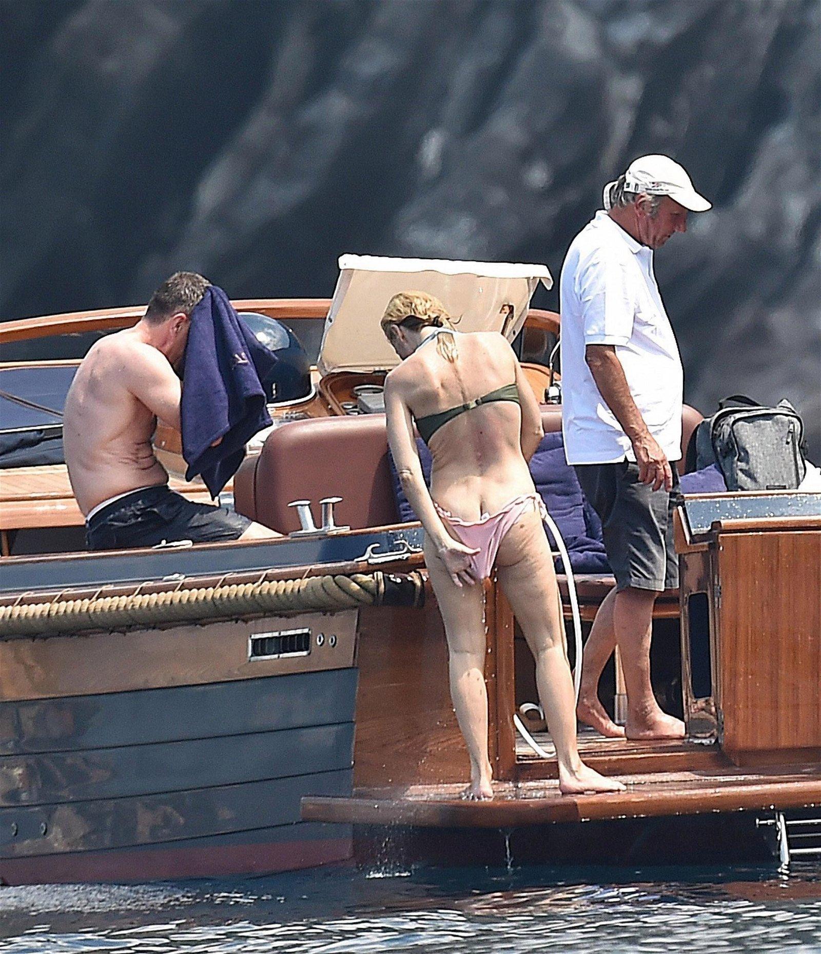 Gillian Anderson booty