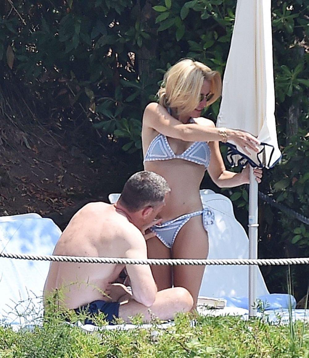 Gillian Anderson fucked hard